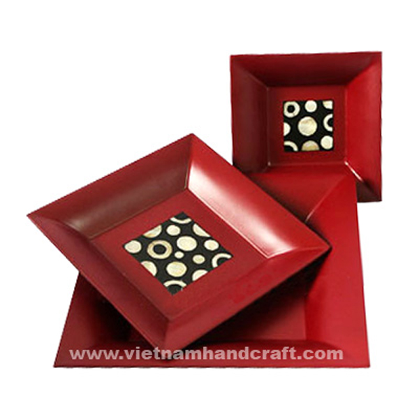 Red lacquered plate inlaid with mother of pearl