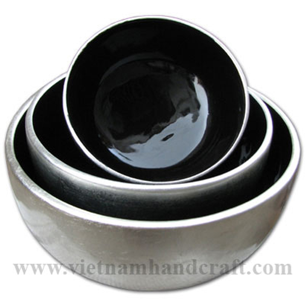 Lacquerware bowl. Inside in black, outside in white silver leaf