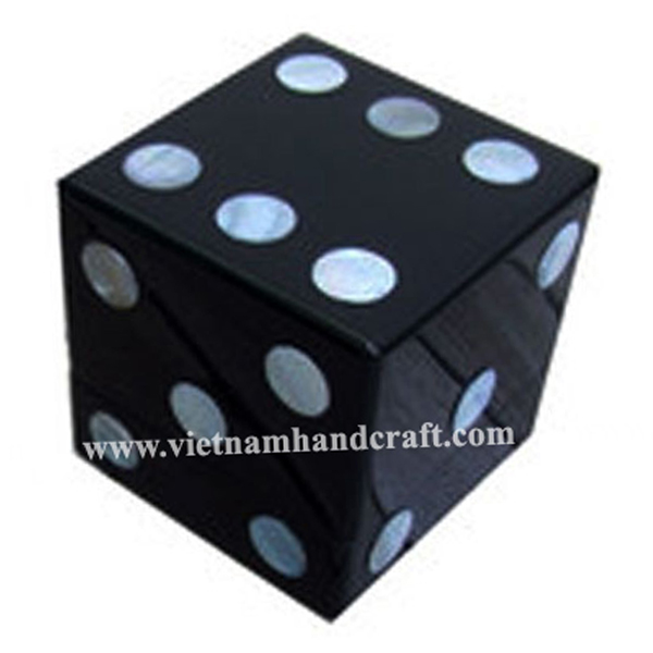 Black lacquer wooden candy box inlaid with mother of pearl