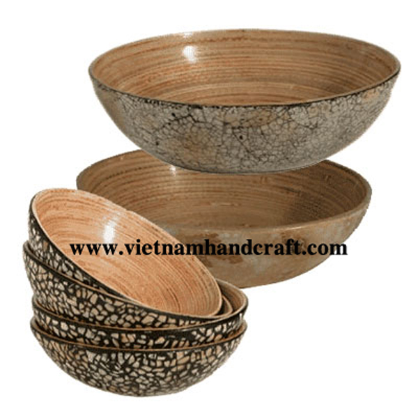 Lacquered bamboo bowl. Inside in natural bamboo, outside with eggshell inlay
