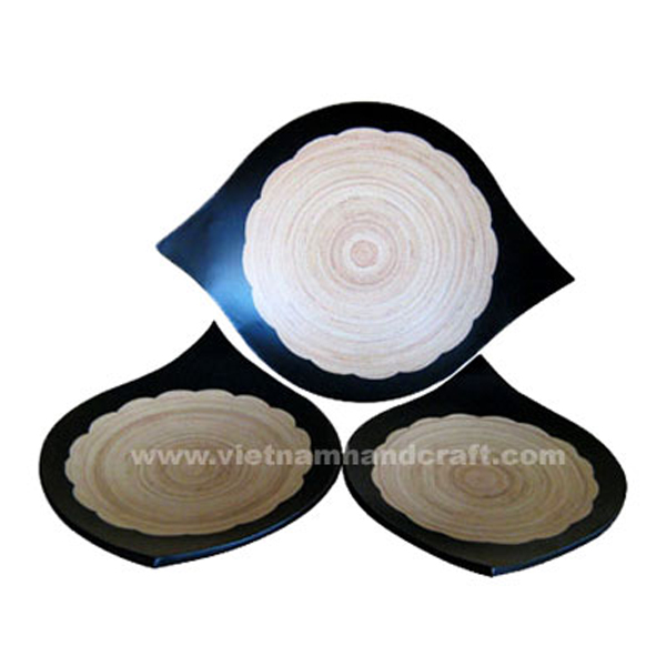 Lacquered bamboo sushi plate in natural bamboo & black