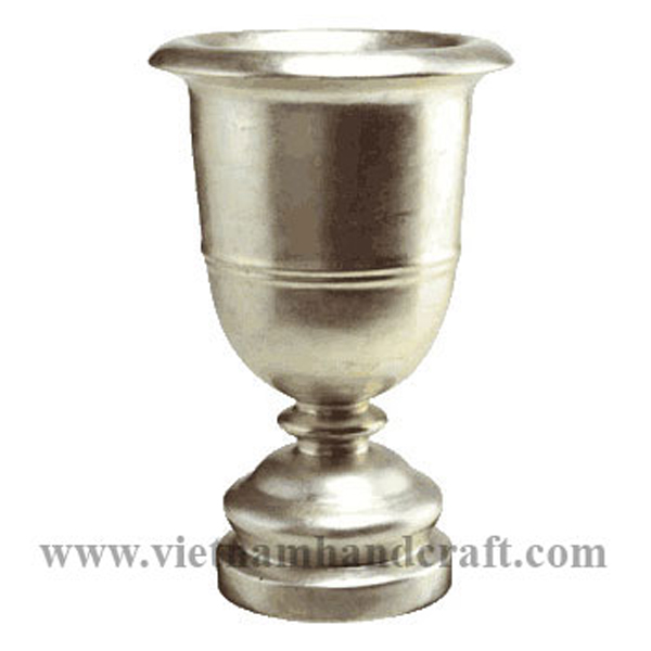 Lacquered wooden flower urn in light gold silver leaf