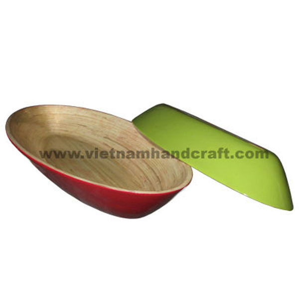 Lacquer bamboo serving bowl. Inside in natural bamboo, outside in green & red
