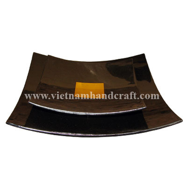 Set of 2 black lacquered wood plates with gold leaf square in centre