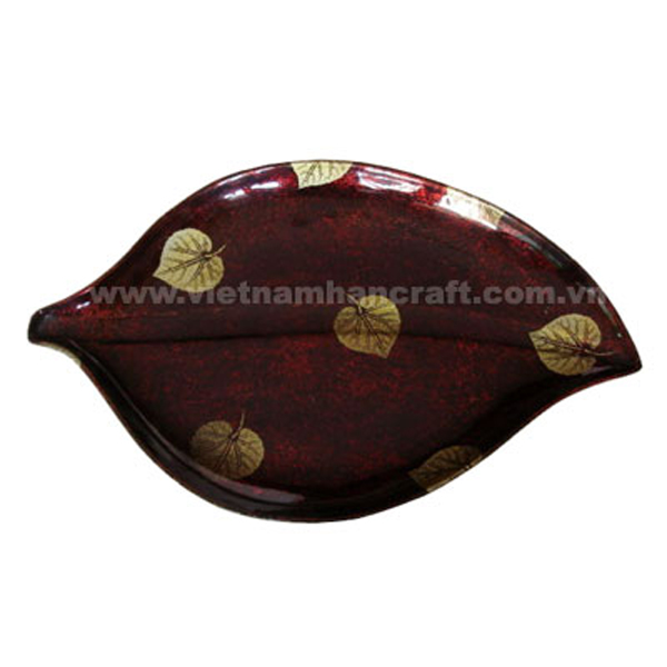 Leaf-shaped lacquer plate in silver metallic red on black background and with hand-painted gold leaves