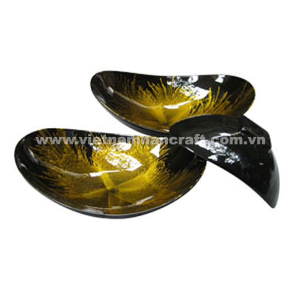 Black lacquered bowl with hand-painted gold fireworks inside