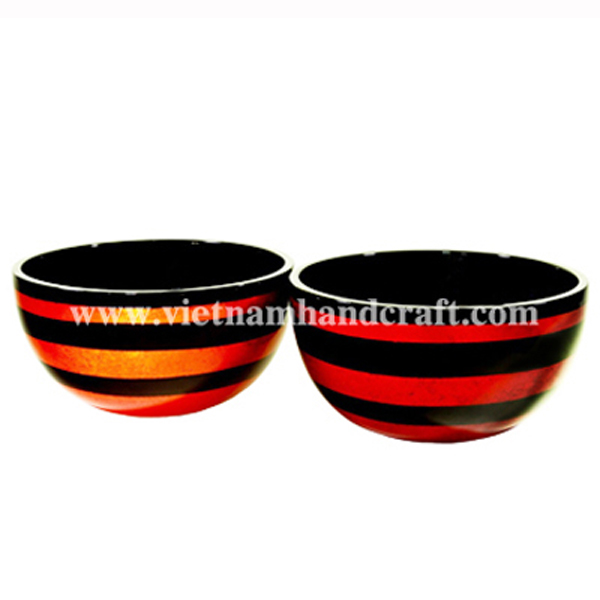 Set of 2 lacquer decor bowls. Inside in black, outside with gold silver & red silver stripes on black background