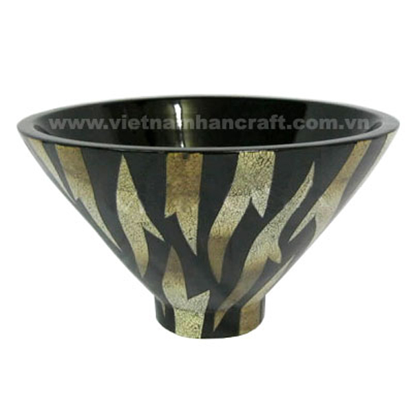 Black lacquerware bowl with eggshell inlay