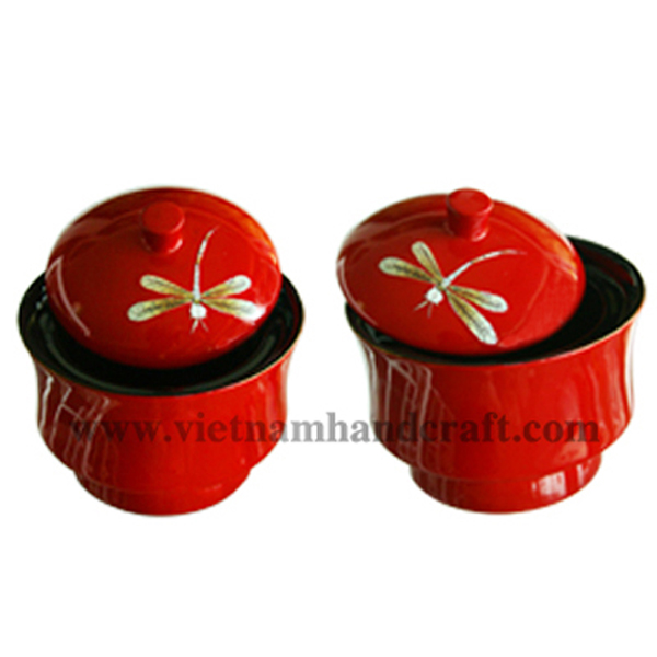 Lacquered wooden sweet bowl with lid. Inside in black, outside in solid red with eggshell dragonflies inlay