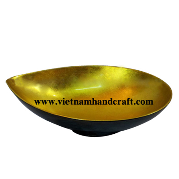 Mango-shaped lacquer bowl. Inside in gold leaf, outside in black