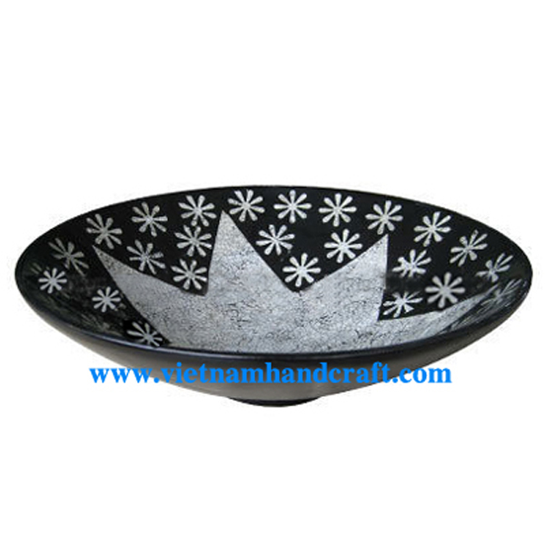 Black lacquer decorative bowl with eggshell inlay inside
