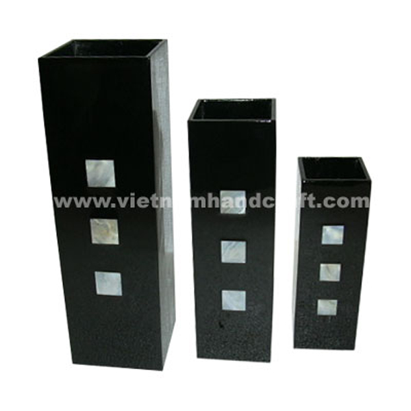 Black lacquered wooden vase inlaid with mother of pearl