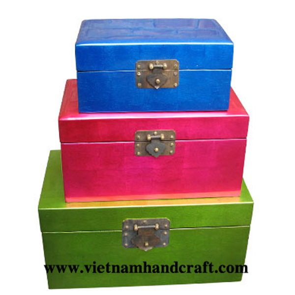 Set of 3 lacquer wooden storage boxes in silver metallic blue, pink & green, and all with metal lock