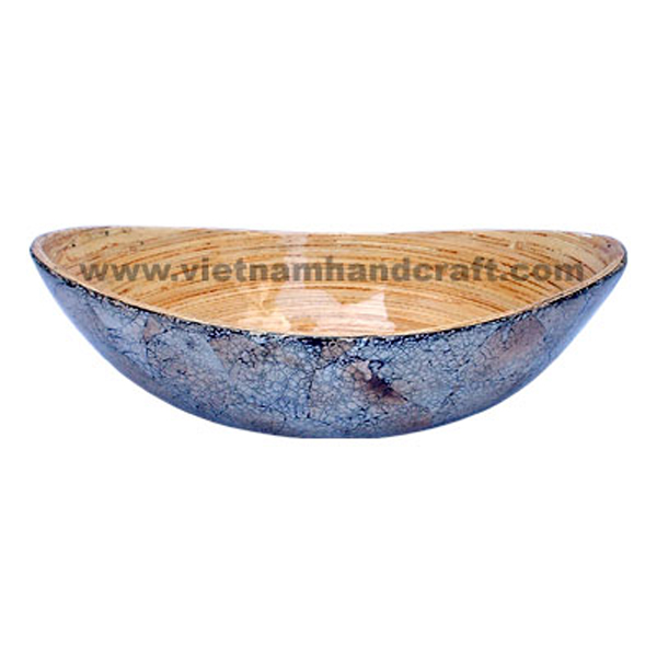 Lacquer bamboo cake bowl. Inside in natural bamboo, outside with burnt eggshell inlay