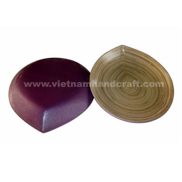 Set of 2 lacquer bamboo leaf-shaped sushi plates. Inside in natural bamboo, outside in metallic purple
