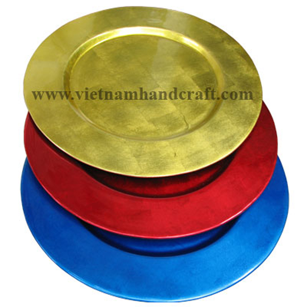 Set of three lacquered wood decoration plates with the insides in silver metallic red, blue & gold, outsides in black