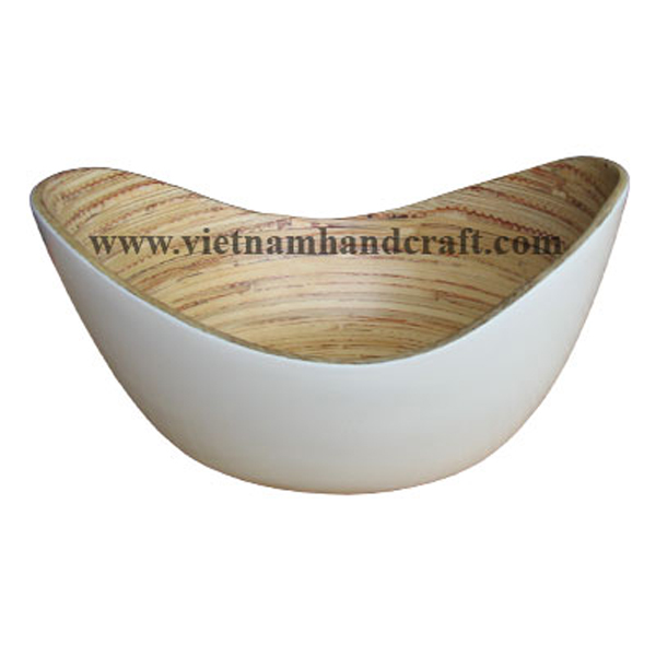 Lacquered bamboo candy bowl. Inside in natural bamboo, outside in white