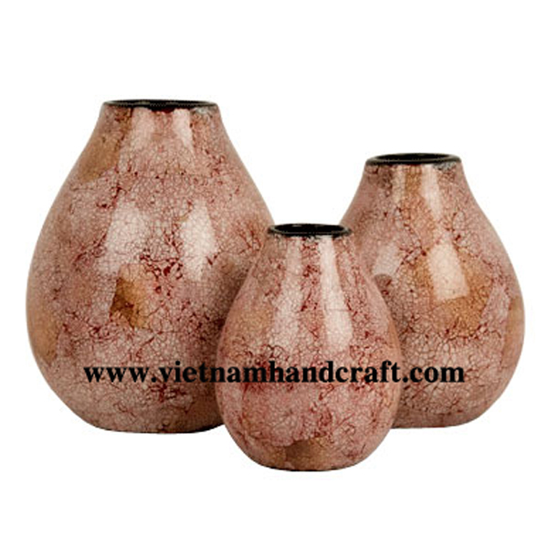 Lacquered wood vase inlaid with eggshell