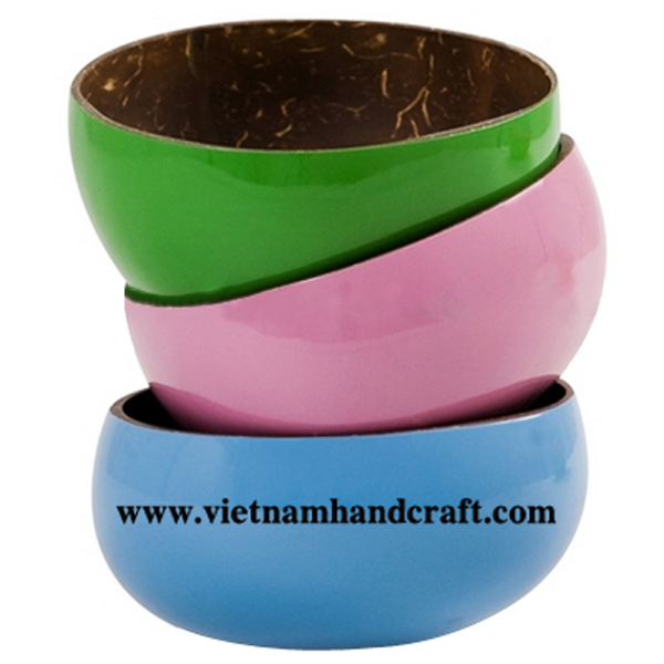 Lacquered coconut bowls. Inside in natural coconut shell, outside in various solid colors