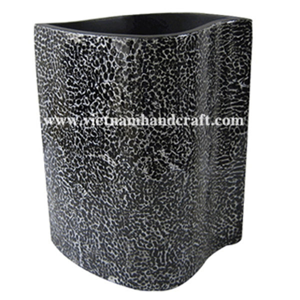 Black lacquerware vase with white egg shell inlay