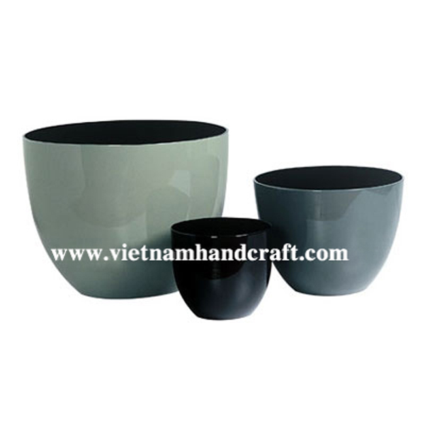Set of 3 lacquered flower pot in three different colors