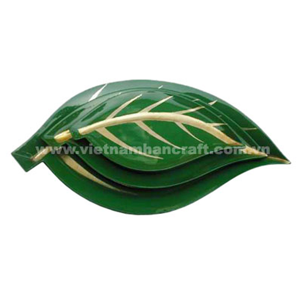 Leaf-shaped lacquered plate in green & light gold silver