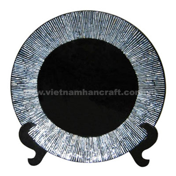 Black lacquered decoration plate inlaid with seashell and on a black stand