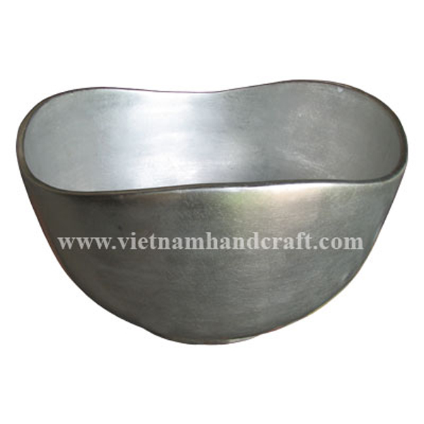 Lacquered decorative bowl in white silver leaf all over