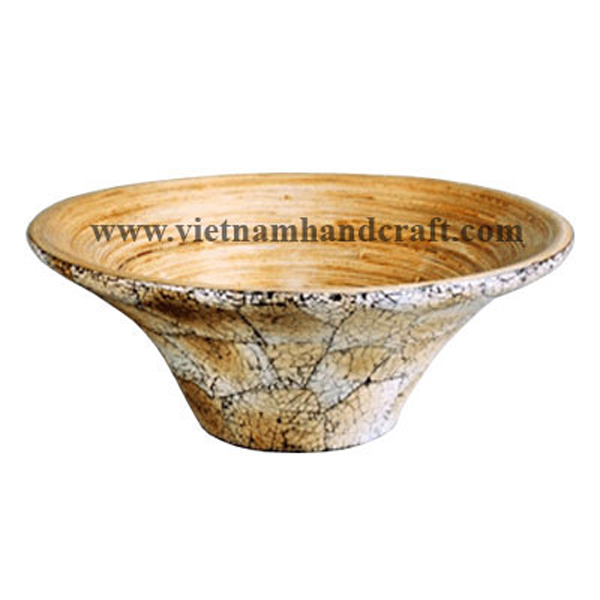 Lacquer bamboo fruit bowl. Inside in natural bamboo, outside with burnt eggshell inlay