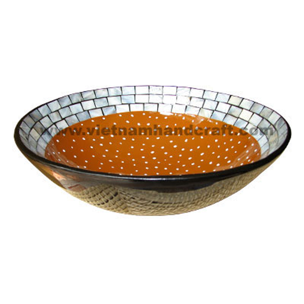 Lacquered decor bowl with seashell inlay inside, outside in black