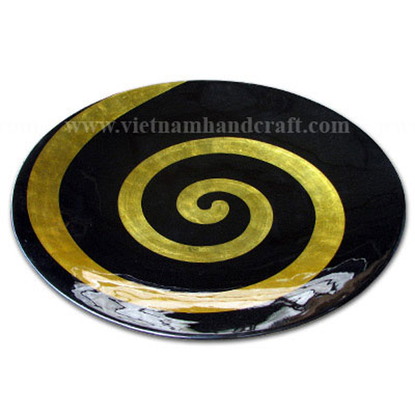 Black lacquer decor plate with shell motif in gold leaf