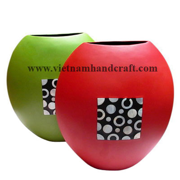 Mango-shaped lacquered vases in solid matte red & green with mother of pearl inlay