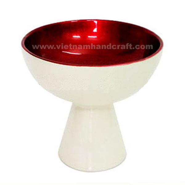 Lacquered decorative bowl. Inside in silver metallic red, outside in solid white