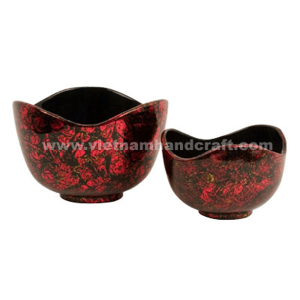 Black flower shaped lacquered bowl with the outside in red silver on black background