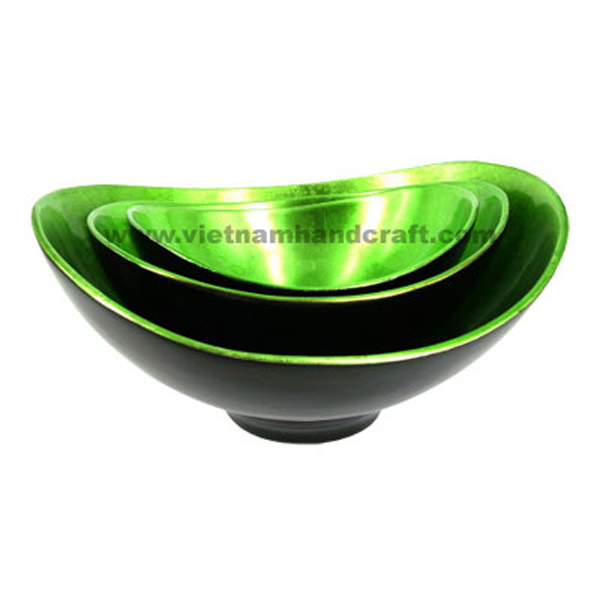 Lacquered decor bowl. Inside in silver metallic green, outside in black
