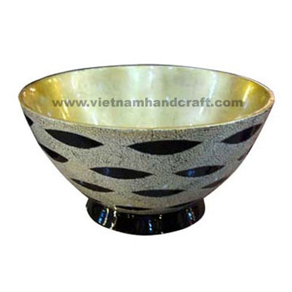 Lacquer decor bowl. Inside in light gold silver leaf, outside with eggshell inlay on black background