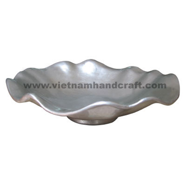 Lotus leaf shaped lacquer decor bowl in white silver leaf all over
