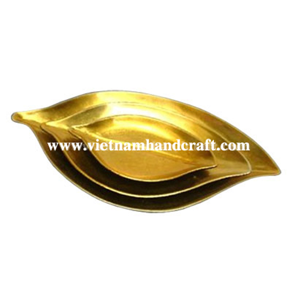 Set of three leaf-shaped lacquered plates in gold silver leaf & black