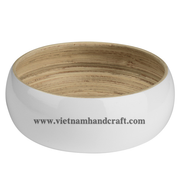 Lacquered bamboo fruit bowl. Inside in natural bamboo, outside in solid white