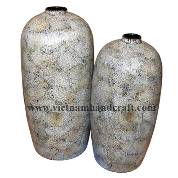 Lacquered decor vase with eggshell inlay