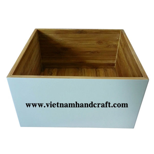Lacquered bamboo food container. Inside in natural bamboo, outside in solid white