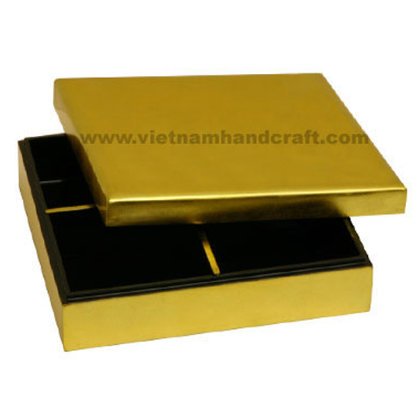 Lacquered wooden chip & dip box with 4 compartments. Inside in black, outside in gold silver leaf
