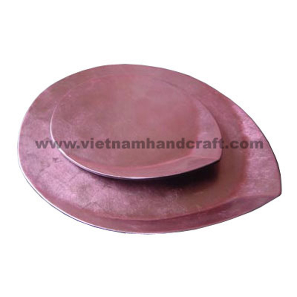 Set of 2 leaf-shaped lacquered plate in silver metallic pink