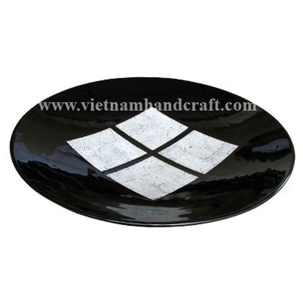 Black lacquered plate inlaid with 4 squares in eggshell