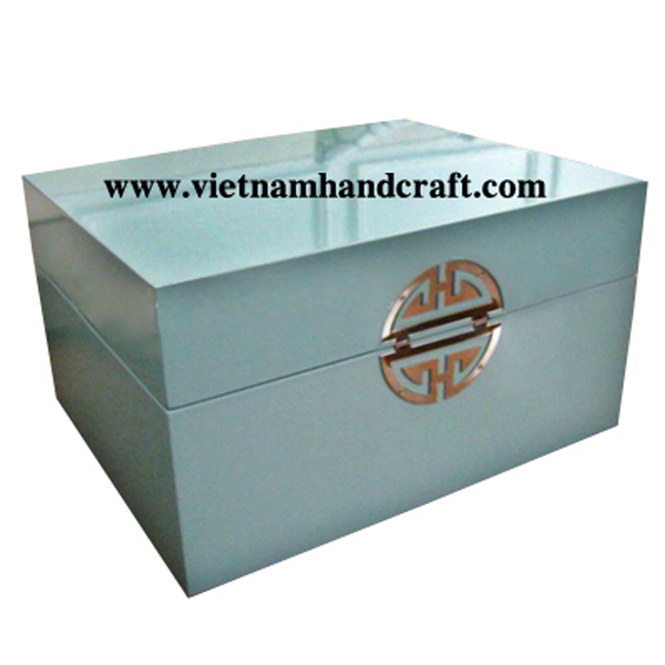 Lacquered wooden decor box with Chinese symbol
