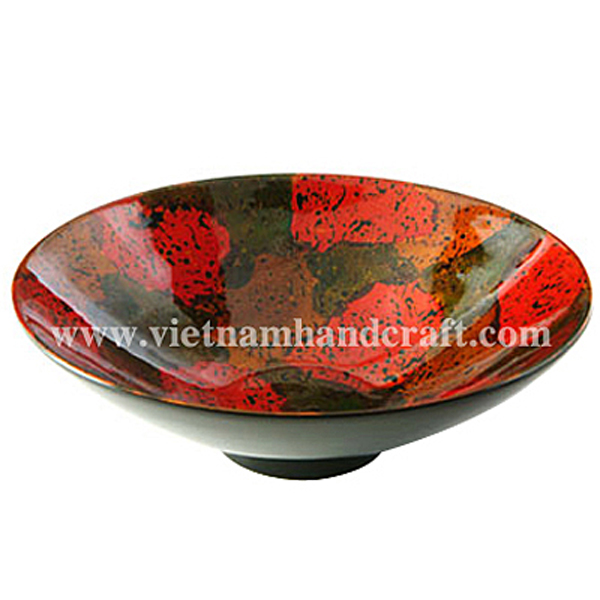 Lacquered decorative bowl. Inside in antique finish, outside in black