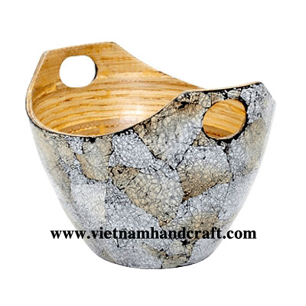 Lacquer fruit bowl. Inside in natural bamboo, outside with burnt eggshell inlay