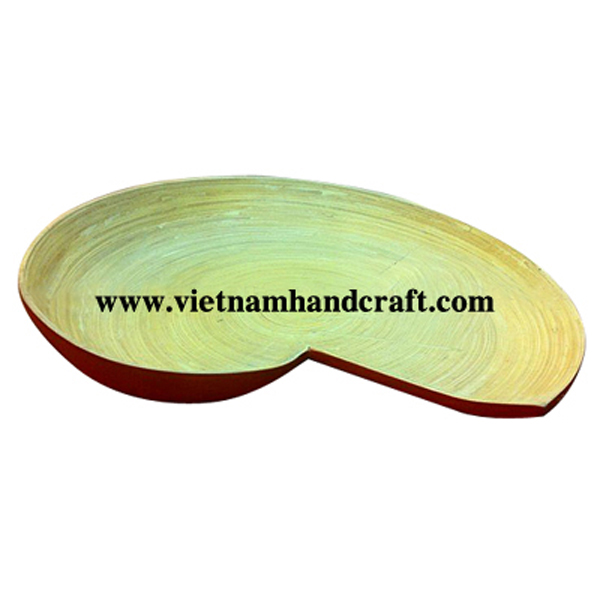 Shell-shaped sushi plate. Inside in natural bamboo, outside in solid red