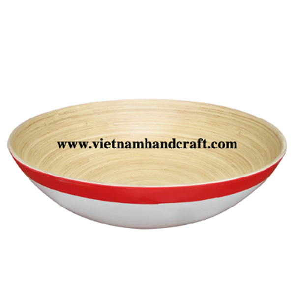 Lacquered bamboo decoration bowl. Inside in natural, outside in red & white