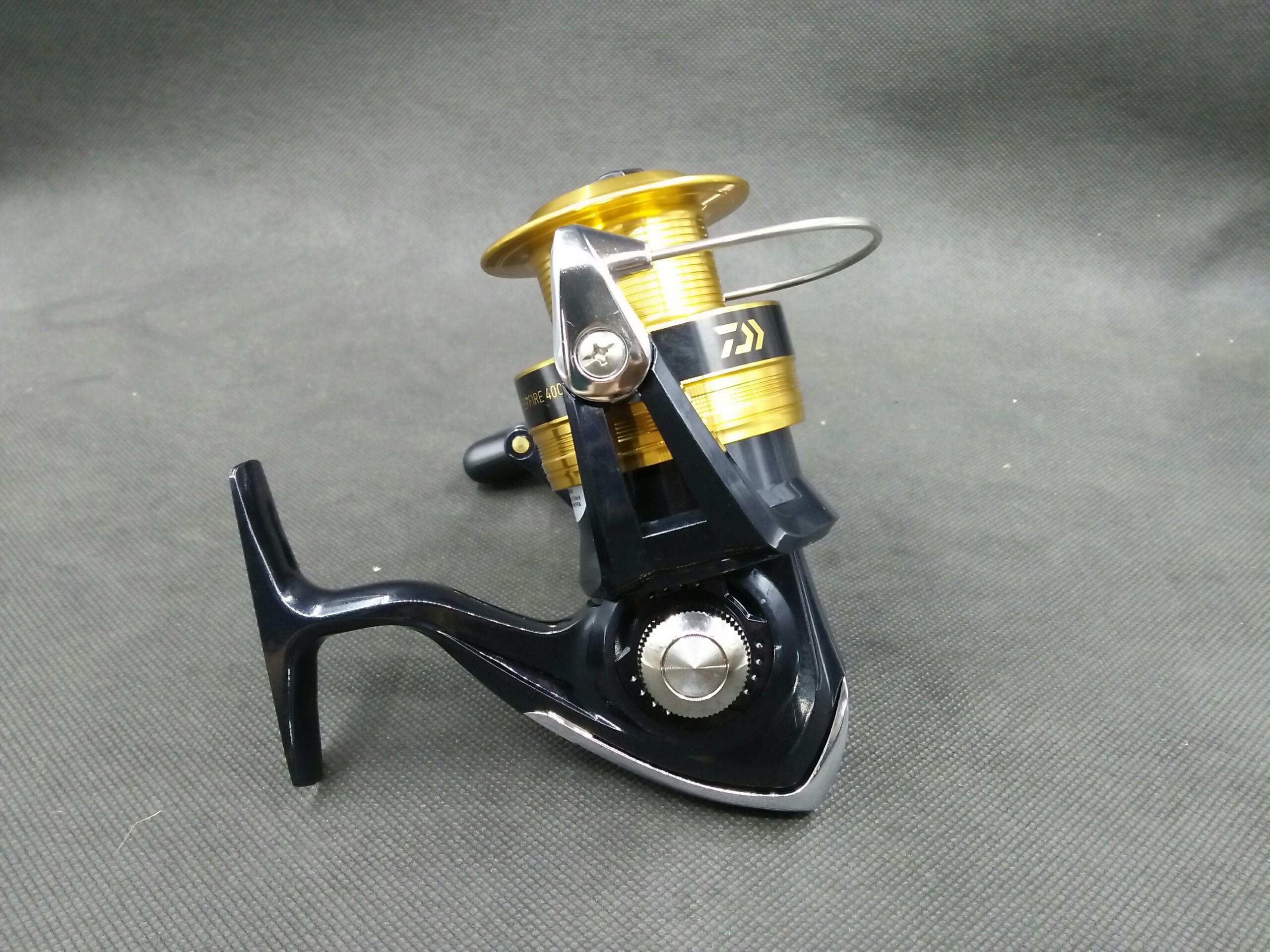 Daiwa SWEEPFIRE 4000 - 2B (Đen/vàng)